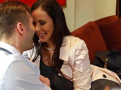 Sexually attractive mom Kendra Lust aphrodisiac sex clip