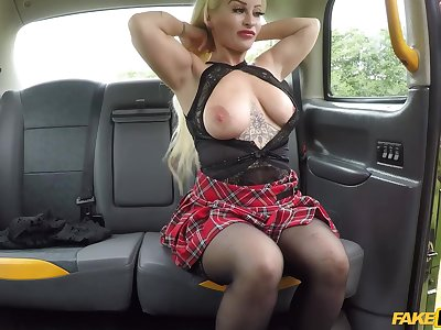 Cougar Princess Eve lifts their way miniskirt to be fucked by the driver