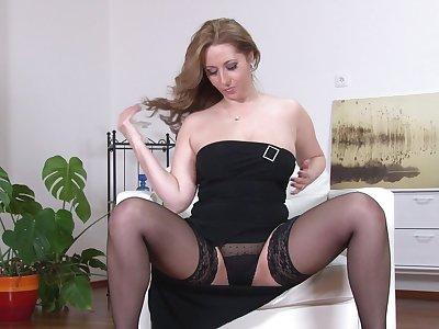 Busty model Daria Glower moans space fully fingering her wet pussy
