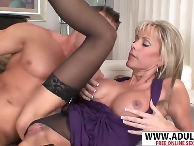 Consummate Body Matriarch Jordan Lynn Gives Handjob Good Emotive Step-son
