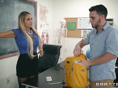 Busty porn blonde fucks in the classroom nearby the doorman
