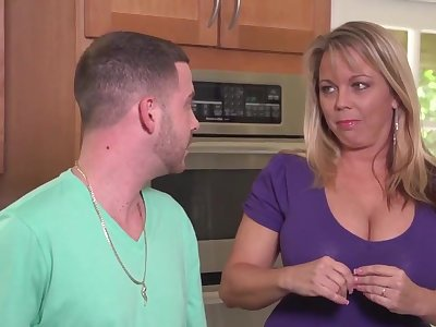 Mature cougar Amber lynn has sex anent younger muscled stud - hardcore